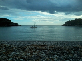 Viveza alone in Lulworth Cove