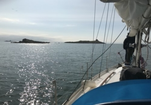 Elida approaching Dalkey Island and the Muglins